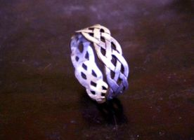 celtic knot ring by Aranglinn