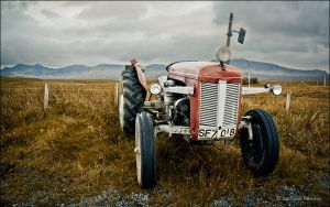 Tractor by NathalieHannes
