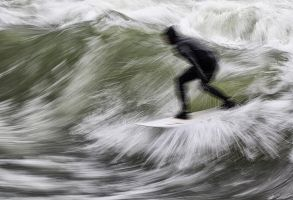Eisbach Surfer by vamosver