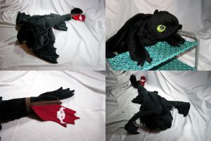 Toothless Plush by SeamsLegit