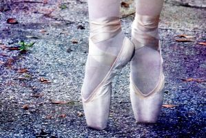 Pointe by Larah88