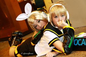 Kagamine Rin and Len by xforceflowx
