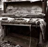 Rotting Piano by sollitaire