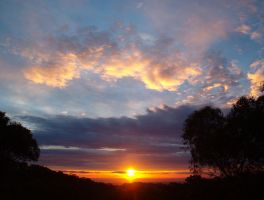 Sunset from the Adelaide hills by mike-zephyr