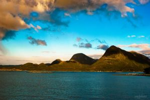 Mountains by the sea by devsior