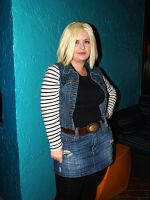 Android 18 Cosplay Mythicon 2014 by Spiritomb1231