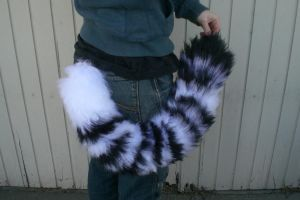 White Tiger Yarn Tail by SiliaHollow