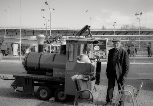 Old man selling chestnuts by Mariana505