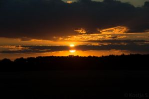 Sunset on Drizzling Fields by kocy