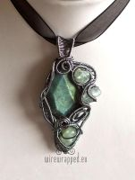 Labradorite and fluorite pendant by ukapala
