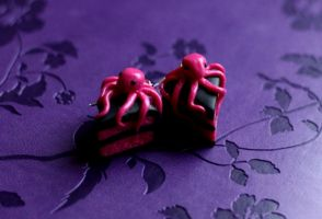 octopus on a cake earring by Pamperki