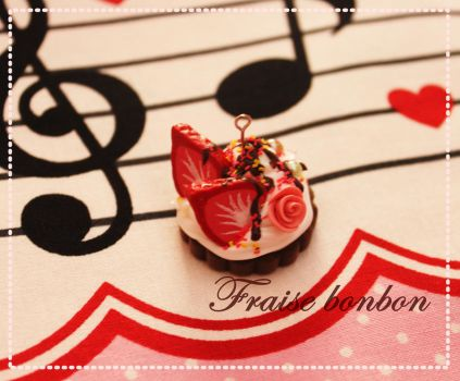 Strawberry cream charm by Fraise-Bonbon
