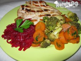 Grilled chicken with broccoli and carrots by DanutzaP