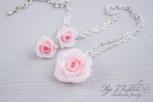 Pendant and earrings with pink roses by polyflowers