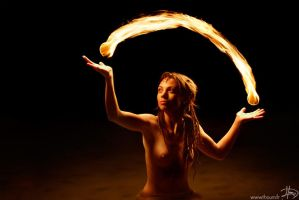 Light juggling by Thoum