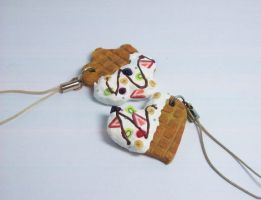 decoden cookie phone strap by fafatonk3kusruk
