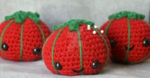 kawaii tomato pincushion by pirateluv