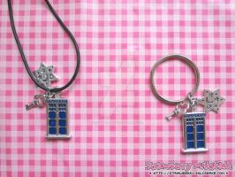 Pendant: *TARDIS S* by FiyahKitteh