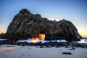 Hole in the rock by porbital