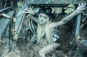 Abandoned Car by MeeriHelin