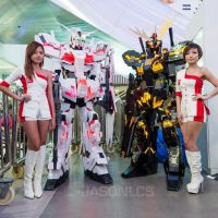 Gundam Unicorn and Banshee cosplay by Clivelee