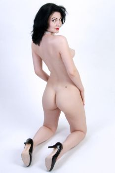 McKenzie Nude With Pearls No.1 by Snapfoto