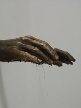 hands with water by kami